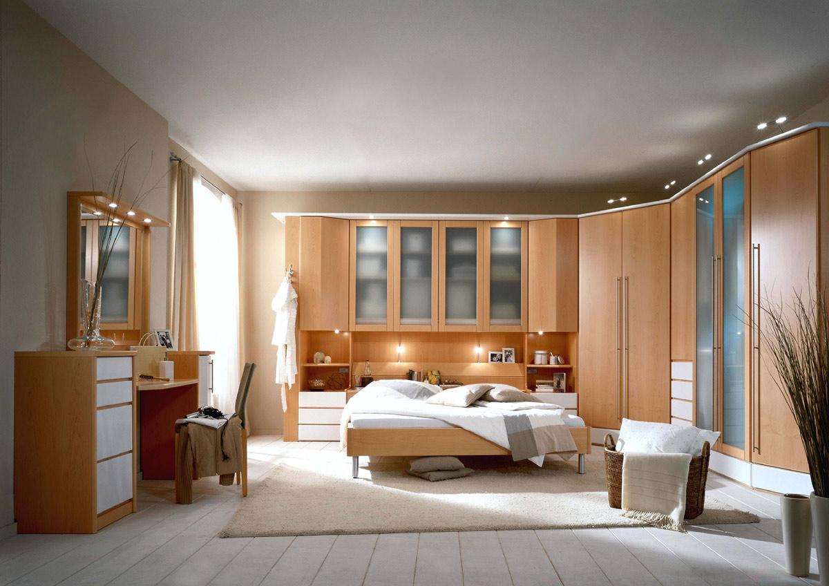 Überbauschlafzimmer mit milchglasfronten - wohnello.de