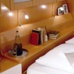 Detailansicht Bettbrücke mit Beleuchtung