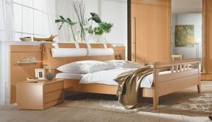Doppelbett in Buche mit Sprossenfußteil