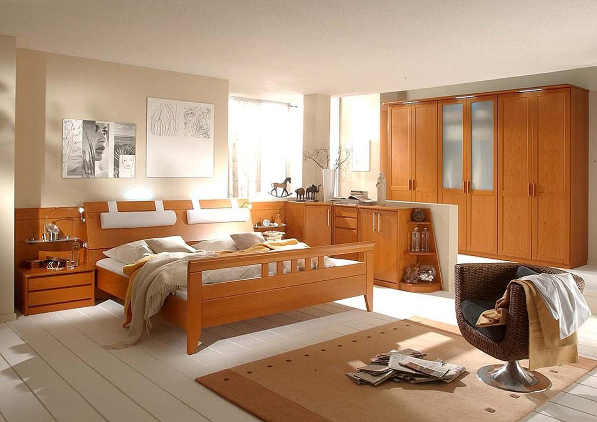 Schlafzimmer Kirschbaum mit Riegelfront - Wohnello.de