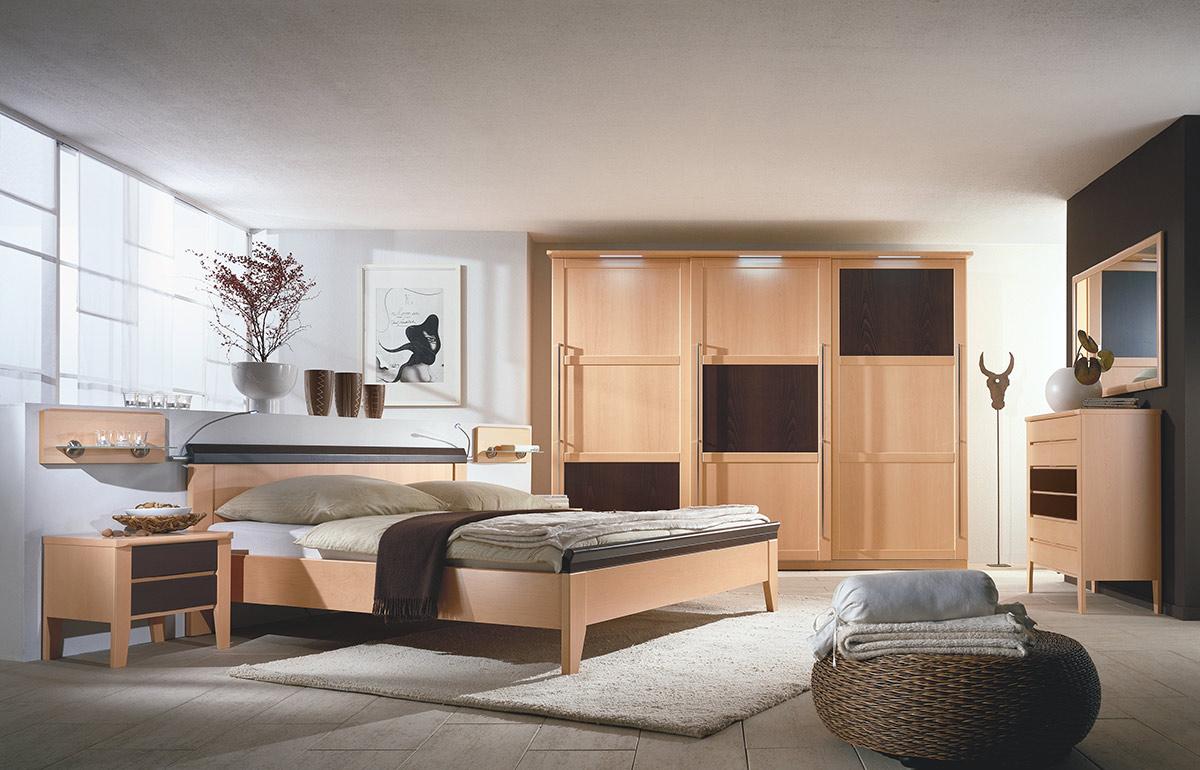 Schlafzimmer mit Riegelfront - Wohnello.de